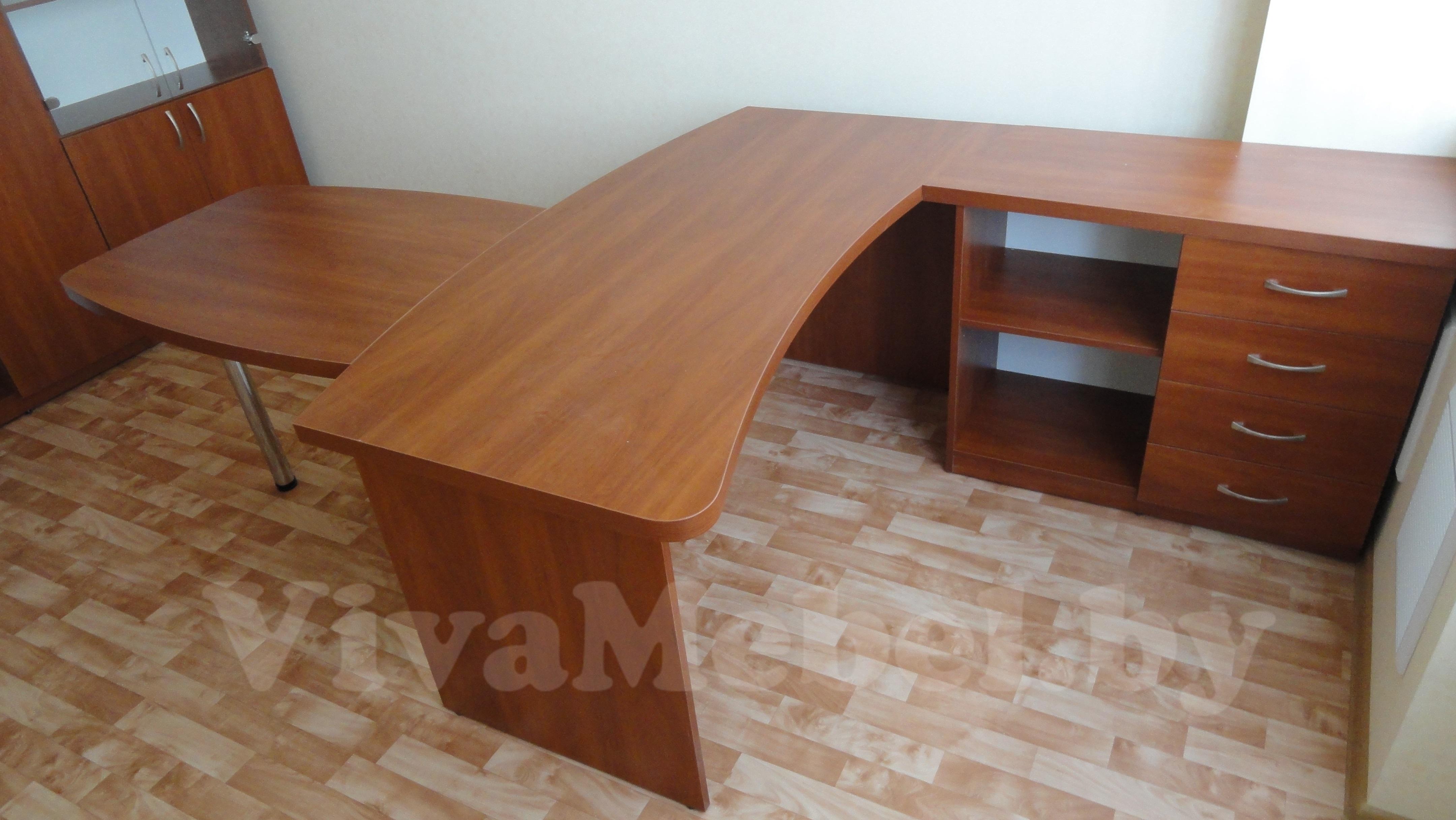Стол в кабинет руководителя