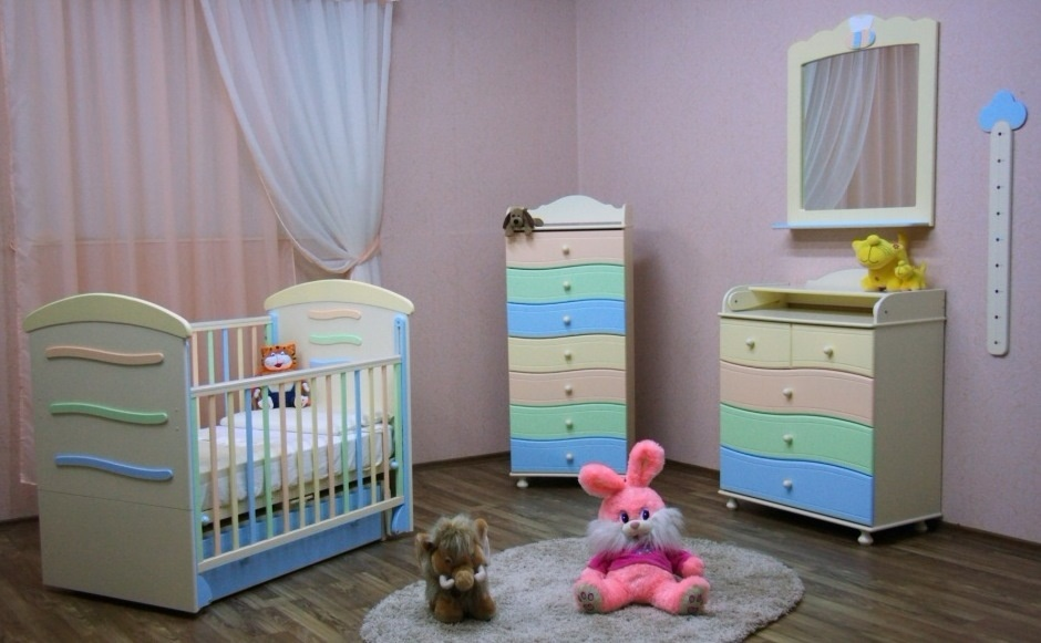 мебель для младенцев кроватка, пеленальный комод и тумбочка