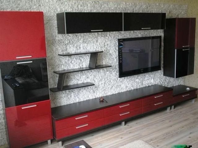 красно-черная горка для гостиной