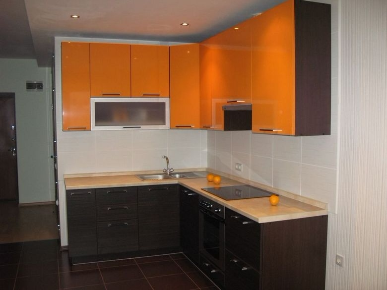 черно-оранжевая кухня под заказ
