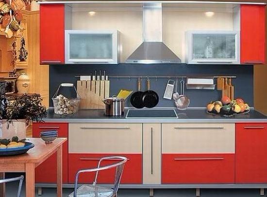линейная кухня оранжево-белая