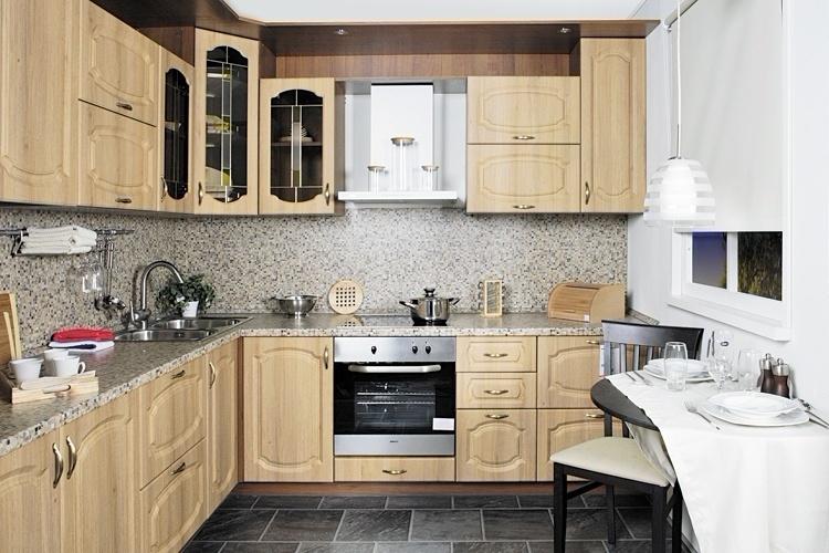 светлая угловая кухонька