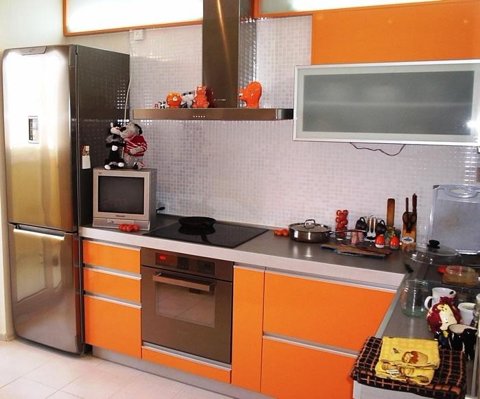 оранжевая кухня угловая под заказ