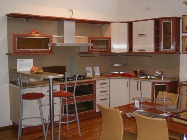 угловая кухня деревянные фасады