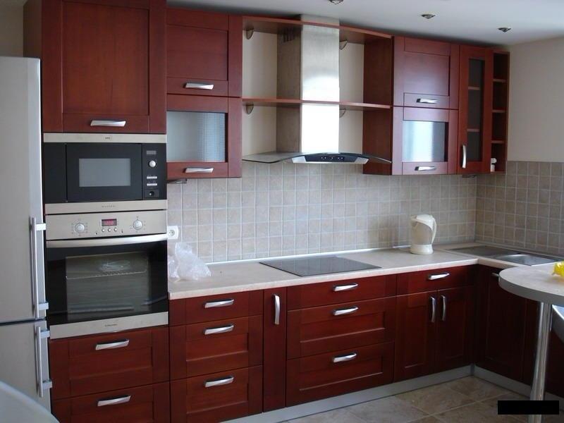 угловая кухня из ЛДСП с барной стойкой цвета Вишня
