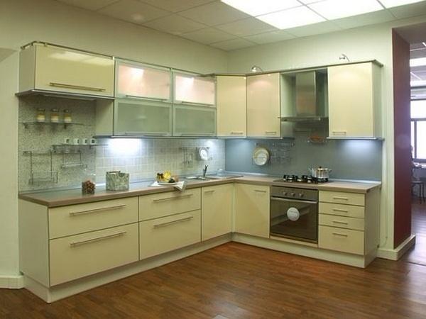 Светлая угловая кухня под заказ