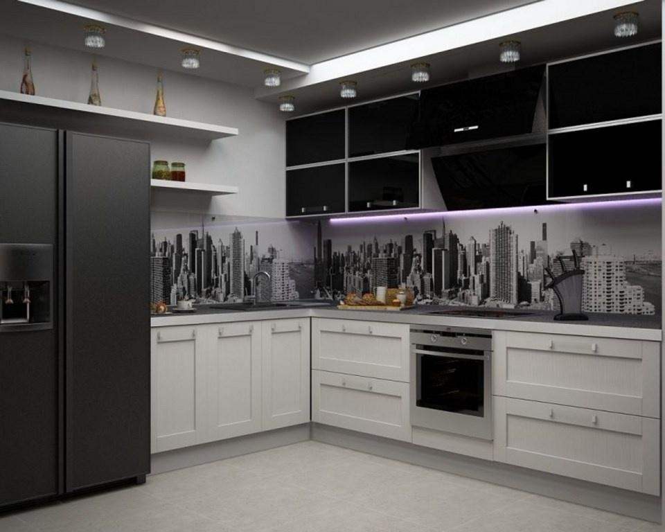 черно-белая кухня из массива с пластиковыми фасадами