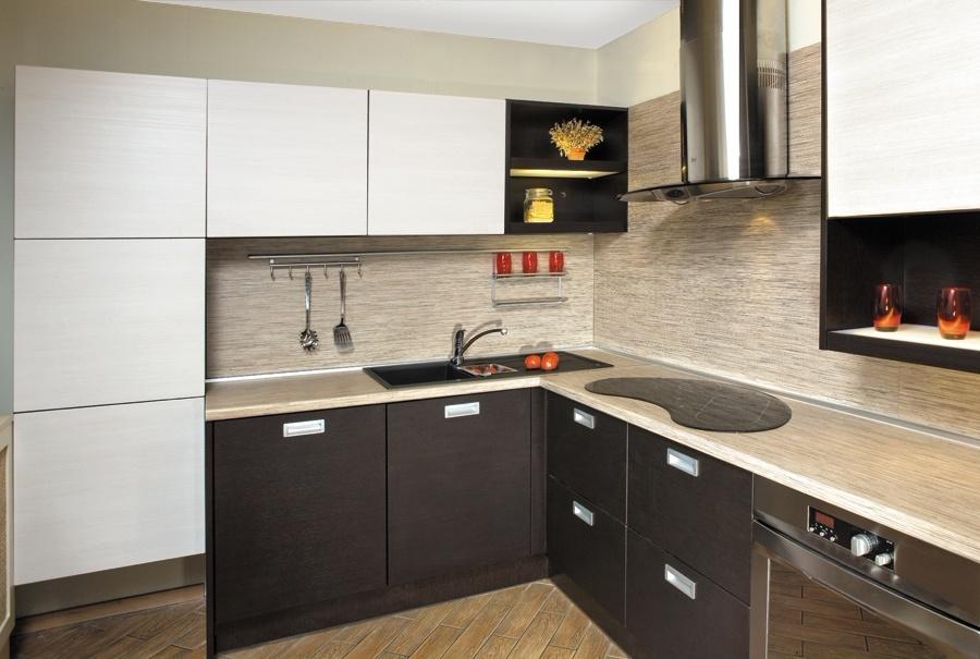 пластиковая кухня коричневая с белым