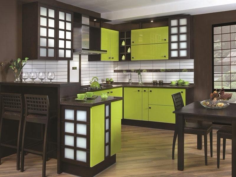 Зелено-коричневая угловая кухня с рамочными фасадами в японском стиле