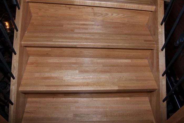 Ступени лестницы из клееного щита