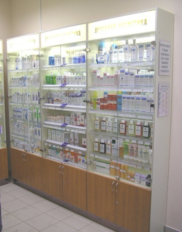 классический стеклянный стеллаж для аптеки фото 26