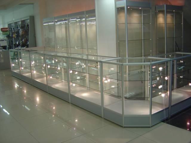 Стеклянная витрина для магазина фото 13